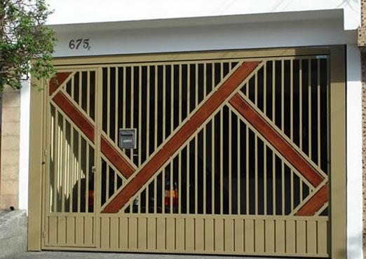 Portão com detalhe em madeira automatico abc