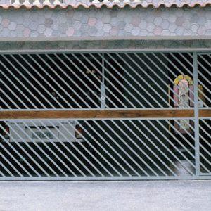 Fabricação de Portão com detalhe em madeira automatico