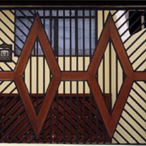 Fabrica de Portão com detalhe em madeira Jardins