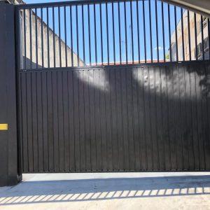 Fabrica de portão industrial em São Paulo, temos uma linha exclusiva de projetos e fabrica própria de portão industrial em São Paulo para solucionar a necessidade de comércios, empresas e residências.